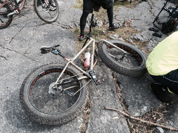 Ryhmässä oli kolme läskipyörääkin